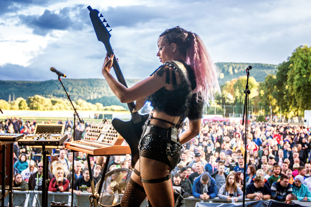 Simonne Jones live at Weser Open Air by Yvonne Hartmann
